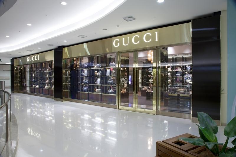 595bb7d56a1fd 2011 07 13 gucci brasilia iguatemi51 Gucci se joga no Brasil e compra o passe  de